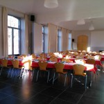 Grande salle en mode repas