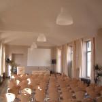 Grande salle en mode conférence